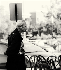 (Stevenchen912) Tags: streetphoto streetcandid streetscene portrait composition contrast perspectiva decisivemoment desicive blackwhite bw geometry character urbanlife urbanstreet streetportrait stranger candid cadid