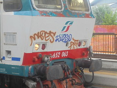 218 (en-ri) Tags: russo woes pts tag marrone viola train torino graffiti writing locomotore locomotrice locomotiva