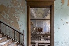 carmel de la réparation-0110 (Under The Dust) Tags: urbex couvent convent carmel abandonne religious