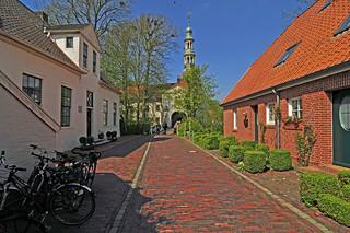 Access to an east frisian castle / Zufahrt zu einem ostfriesischen Schloss in Dornum