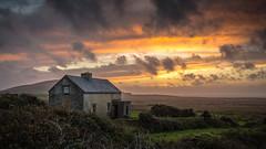the last cottage ... (Sebastian Petermann) Tags: kerry ireland valentiaisland landscape landschaft irland eire urlaub travel wanderung hiking felsen küste see atlantic wildatlanticway