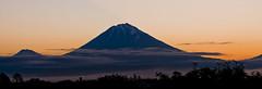 Volcanos at dawn (paolo_barbarini) Tags: kamchatka volcano vulcani sunrise alba landscape paesaggio