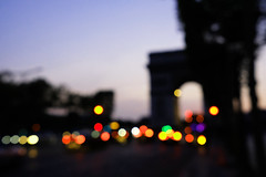 Evening in Paris (Andreas Steffen) Tags: city paris triumphbogen arcdetriomph lights lichter blurred unscharf fuji xt20 abend evening