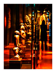 musée du quai Branly (14) (Marie Hacene) Tags: paris musée statue artspremiers arts quai branly silhouette