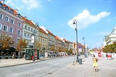 Pologne, Varsovie, la voie Royale l'avenue Krakowskie Przedmiescie (Roger-11-Narbonne) Tags: varsovie avenue fleurs maison