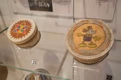 Anishnawbek quill boxes (quinet) Tags: 2017 aborigène canada firstnations indian kunst ontario rom royalontariomuseum toronto ureinwohner aboriginal art museum musée native