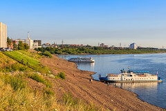 Riverside in Tomsk (man_from_siberia) Tags: tomsk river riverside riverscape summer siberia water vessels canon eos 200d dslr canoneos200d canon200d canonrebelsl2 canonef40mmf28stm pancakelens russia россия сибирь