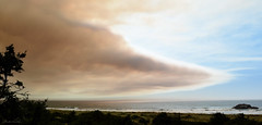 wildfire smoke (Claudia Künkel) Tags: oregon smoke plume wildfire pacificocean goldbeach coast klondikefire taylorcreekfire