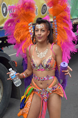 DSC_7811 Notting Hill Caribbean Carnival London Exotic Colourful Pink and Orange Costume with Ostrich Feather Headdress Girls Dancing Showgirl Performers Aug 27 2018 Stunning Ladies (photographer695) Tags: notting hill caribbean carnival london exotic colourful costume girls dancing showgirl performers aug 27 2018 stunning ladies pink orange with ostrich feather headdress