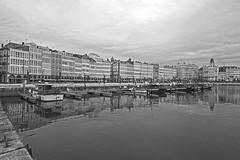 Dársena y galerías, A Coruña (Miguelanxo57) Tags: dársena agua mar casas galerías casasdegalerías edificio ciudad monocromático blancoynegro marina acoruña galicia