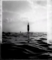 * (PattyK.) Tags: greece grecia griechanland hellas ellada griechenland snapseed amateurphotographer ελλάδα epirus ήπειροσ βαλκάνια balkans ηγουμενίτσα θεσπρωτία igoumenitsa thesprotia sea bythesea seaside θάλασσα δίπλαστηθάλασσα monochrome silhouette blackandwhite άσπροκαιμαύρο σιλουέττα φιγούρα άνθρωποσ man