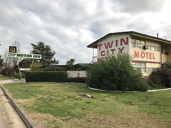 Twin City Motor Inn (yewenyi) Tags: building sign accomodation australia victoria wodonga motel twincitymotorinn