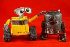 Sospecho que a C2-B5 le va a cambiar muy pronto el carácter.. (mike828 - Miguel Duran) Tags: robot juguete toy walle c2b5 star wars starwars sony rx100 m4 iv mk4