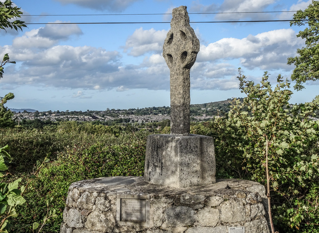 THIS IS THE NEWER HIGH CROSS NEAR TULLY CHURCH [IT IS AT THE SIDE OF A NARROW ROAD OR LANEWAY]-144124