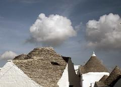Alberobello, Puglia, 2018 (biotar58) Tags: alberobello puglia italia italien italy apulien apulia southernitaly southitaly nuvole clouds cielo sky trulli