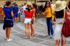 Paseando por Sevilla (ameliapardo) Tags: fotografiacallejera sevilla viapublica calle personas fujixt1