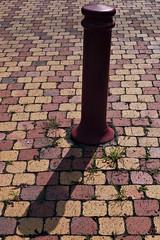7 - Plot et son ombre (melina1965) Tags: août august 2018 panasonic lumix dmctz57 bourgogne burgondy saôneetloire montceaulesmines ombreetlumière lightandshade sol sols pavement rouge red