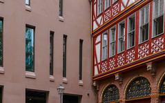 impingement (JohannFFM) Tags: impingement zusammenstos altstadt frankfurt architektur neu alt diskussion