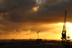 Fremantle sunset (Paul Threlfall) Tags: fremantle wa westernaustralia crane ships sunset clouds sun light port perth
