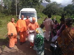 """Kerala Flood Relief Work by Ramakrishna Mission, Coimbatore <a style=""""margin-left:10px; font-size:0.8em;"""" href=""""http://www.flickr.com/photos/47844184@N02/44509210171/"""" target=""""_blank"""">@flickr</a>"""