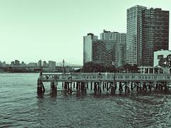 Long Island City Pier (svensmail) Tags: nyc newyork lic longislandcity eastriver queens queensboroughbridge bw svartvit