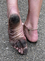 Street sole (Barefoot Adventurer) Tags: barefoot barefooting barefoothiking barefooter barefeet barefooted baresoles barfuss blacksoles toughsoles toes anklet arch arches strongfeet stainedsoles cityfeet citybarefooting heelcracks energy toughheel wrinkledsoles walking livingleather ruggedsoles connected urbanbarefooting urbansoles naturallytough naturalsoles healthyfeet happyfeet hardsoles urban