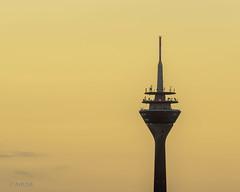 Rheinturm (ARTUS8) Tags: minimalismus leuchtturmturm flickr nikon28300mmf3556 nikond800 sonnenaufuntergang turm fernsehturm tower sonnenaufgang