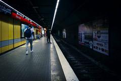 Barcelona underground (Andreas Laimer) Tags: barcellona spagna sony stazione metro contrasto colori nex6