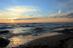 Sunset in Valgeranna (Eliise Poolma) Tags: sea balticsea shore waves sunset sky blue rocks beach holiday summer view swimming landscape waterscape friends