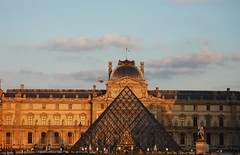 DSC_3222 (2) (Fanny Prott) Tags: paris france louvre musée pyramide architecture sunset symétrie castle