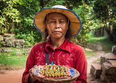 DSC_4067 (deborahb0cch1) Tags: portrait face hat chapeau visage cambodia cambodge cambogia siemreap shy timide nikon saycheese cheese people candid candidportrait