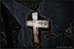 Rusty Cross... (SHADOWY HEAVEN Aya) Tags: 1210097ha0111 北海道 hokkaido 日本 ファインダー越しの私の世界 写真好きな人と繋がりたい 写真撮ってる人と繋がりたい 写真の奏でる私の世界 coregraphy japan tokyocameraclub igers igersjp phosjapan picsjp dark rusty rustic