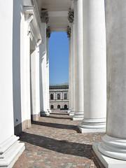 Tuomiokirkko 2 (RobertLx) Tags: architecture building church lutheran religion christian cathedral column white city helsinki finland europe nordic tuomiokirkko arcade