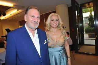 04.Ο συγγραφέας Costantino Salis με τα μοντέλα της σχεδιάστριας μόδας Billy Joe.