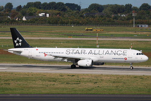 TC-JRL Airbus A321-200 Turkish Airlines Star Alliance DUS 2018-09-01 (3a)