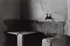 Abandoned House (Semjaja) Tags: blackandwhite blackandwhitefilm ruraldecay abandoned asahipentaxsp1000 pentax sp1000 spotmatic supertakumar3535mm 35mm 35mmcamera 35mmfilm 35mmlens kodaktmy400 kodak film filmlives filmsnotdead ishootfilm shootfilm shotonfilm graafwater southafrica