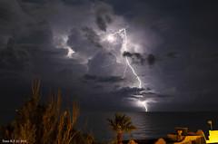 Tormenta sobre el mar (tonomf) Tags: tormenta rayos mar reflejos luz noche nocturnas verano summer storm sea nightshoot nikond5100 nikon