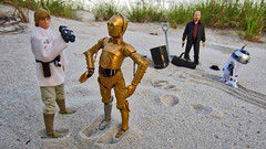 Luke-Heisenberg-beach-2 (brebro) Tags: actionfigures toys star wars luke skywalker c3po droid tattoine abq desert sand heisenberg breaking bad walter white r2d2 beach