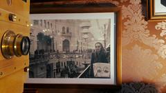 B&W (craetchecopar) Tags: foto photo bw byn old moscu moscow camera camara golden tapiz fotodefoto italian actress shop art