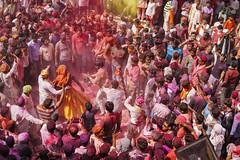 DSC07407 - Copia (alfieianni.com) Tags: holi holifestival festival india indian boys people reportage religion travel travelphotography traveling tradition color colors mathura vrindavan baldeo