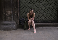 "chica buscando por el tinder • <a style=""font-size:0.8em;"" href=""http://www.flickr.com/photos/66632665@N04/42581667400/"" target=""_blank"">View on Flickr</a>"