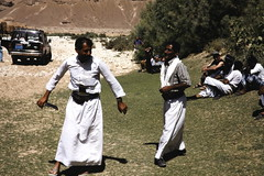 Our drivers dancing 1 (motohakone) Tags: jemen yemen arabia arabien dia slide digitalisiert digitized 1992 westasien westernasia ٱلْيَمَن alyaman kodachrome paperframe