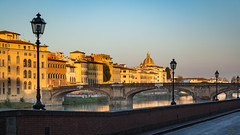 rayons matinaux sur l'Arno (booHguy) Tags: firenze italie architecture pont italia bridge arno