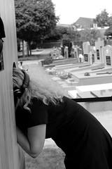 binnengluren mag bij Pigeon on piano (regionaal landschap Schelde-Durme) Tags: waasmunster begraafplaats openmonumentendag