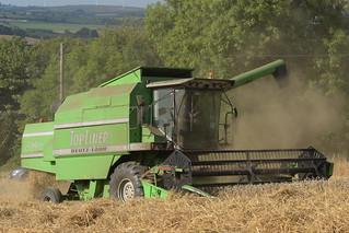 Deutz Fahr Topliner 4060 HTS Combine Harvester cutting Winter Wheat