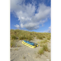 Boat (horstmall) Tags: bateau boat boot blau bleu blue jaune yellow gelb dune düne sommer summer été meer mer sea ocean ozean sable sand dänemark denmark horstmall