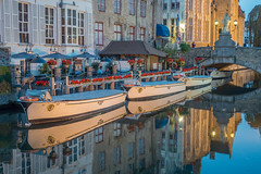 Canal Reflections - Bruges, Belgium-01712 (gsegelken) Tags: ngc belgium bruges vantagetravel boat canal night reflection bluehour sony rx100m4