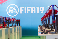 EA Sports: FIFA19 (marcoverch) Tags: 2018 cologne deutschland e3 zocken kölnmesse gamescom games germany computerspiele messe fusball cosplay köln gaming noperson keineperson business geschäft people menschen equipment ausrüstung city stadt market markt desktop row reihe color farbe stripe streifen industry industrie technology technologie man mann shopping einkaufen symbol modern travel reise golden hotel port retrato analog fire rural bright sunny fuji