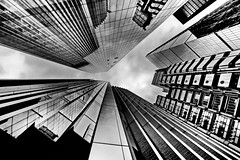 look up (heinzkren) Tags: london city hochhaus building gebäude schwarzweis blackandwhite bw sw monochrome clouds sky urban geometry lloydsbuilding lloyds reflection spiegelung architecture lines skyscraper skyline abstract structure ostrellina uk