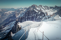 L'arrête du midi (Robin-Angelo Photography) Tags: montagne mountain alpes france hautesavoie snow neige summit sommets aiguilles chaîne du montblanc chamonix paysage landscape vallée blanche ski
